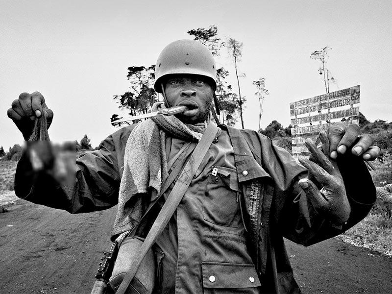 عکاسی زیر آتش:  آلوارا یبارا زاوالا