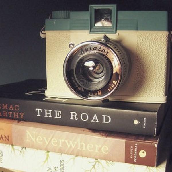 با کمترین هزینه یک کتاب خانه ی عکاسی بسازید