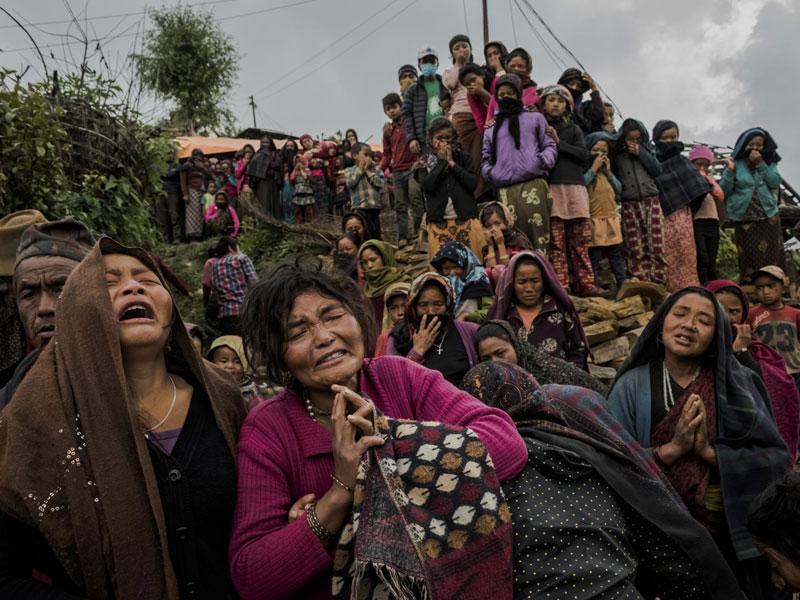 بعد از زلزله؛ عکسهای دنیل برهولاک