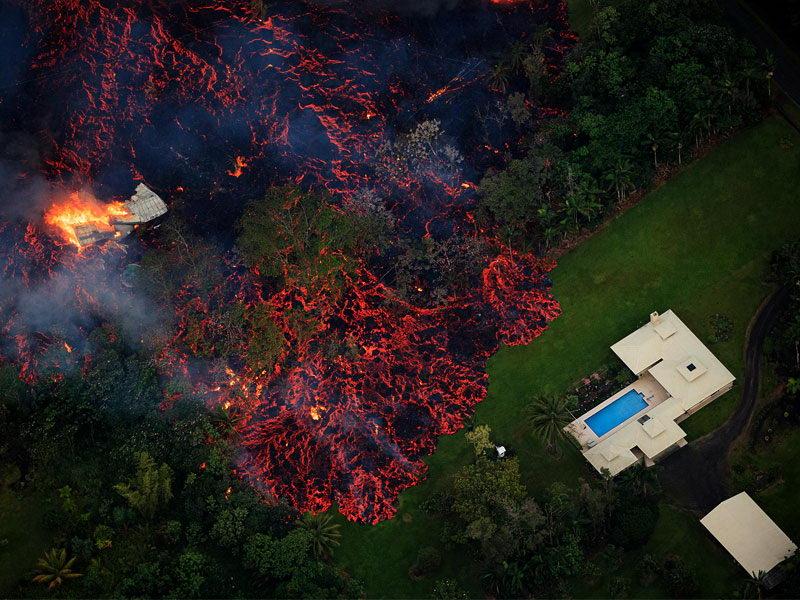 عکس روز: جاری شدن گدازه های آتشفشانی در هاوایی