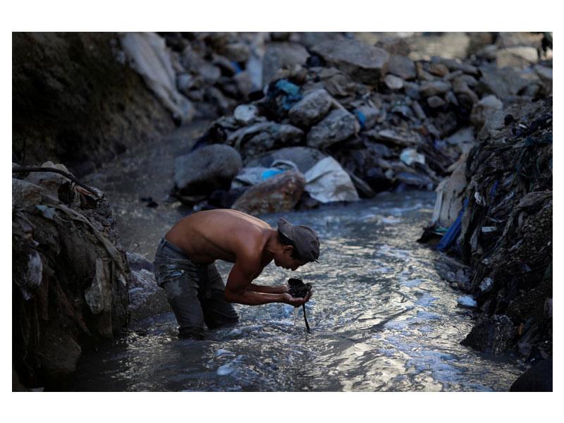 در جستجوی زباله در شهر گواتمالاسیتی