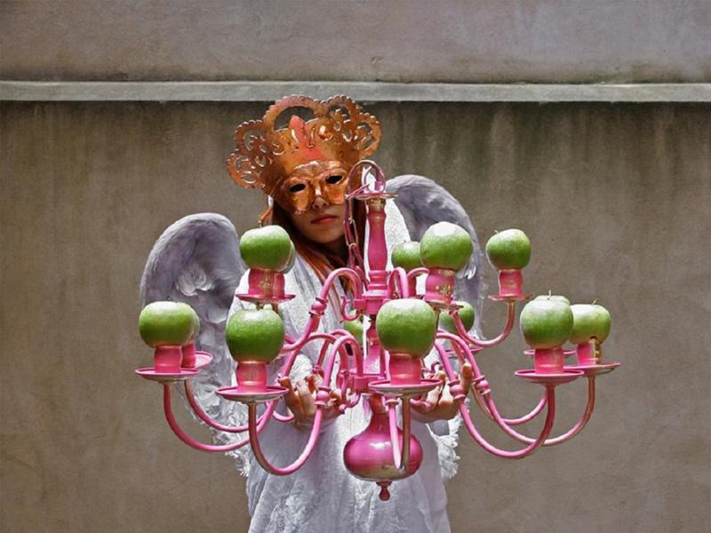 نمایشگاه عکس «وسوسه سیب حوا» در گالری گلستان