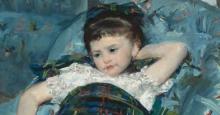 ماری کاسات – دختر کوچک روی صندلی راحتی آبی