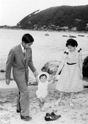 امپراطور آکیهیتو و همسرش