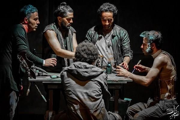 یادداشت محمد رستم زاد براى نمایش «کرونوس»